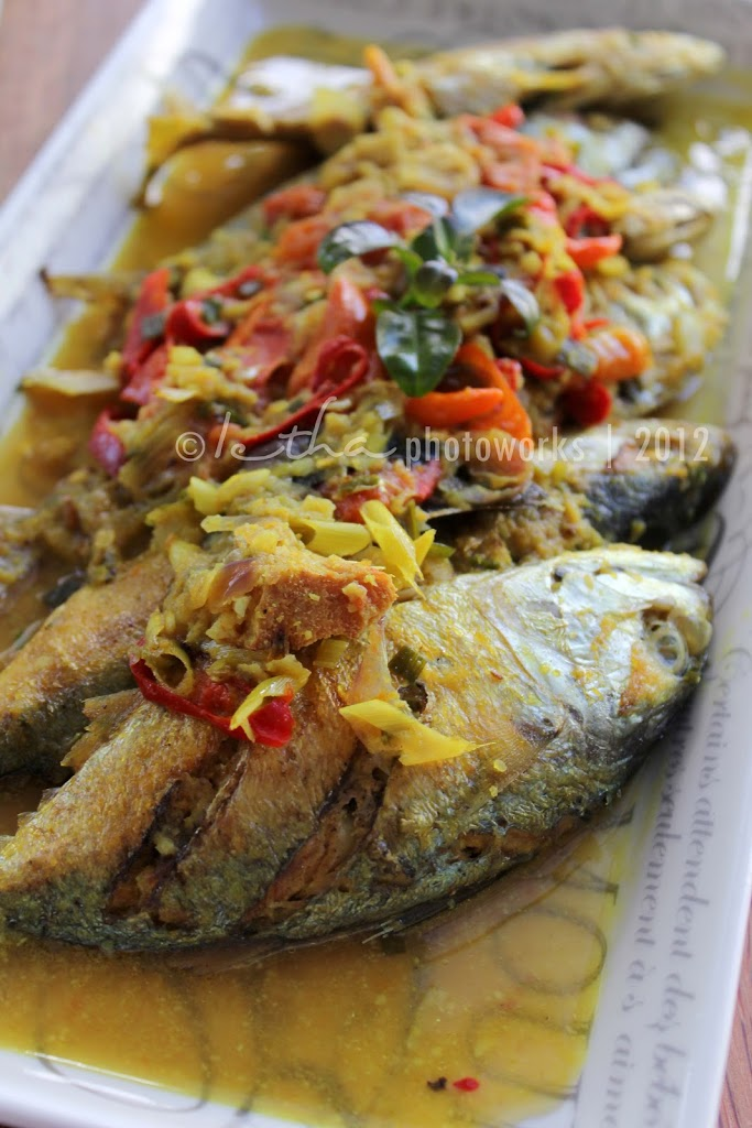 Pesmol Ikan Kembung (Short Mackerel in Spicy Onion Sauce)